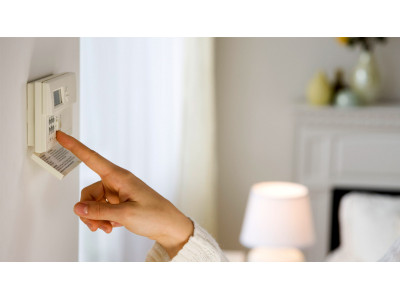 Платить за коммуналку меньше поможет термостат